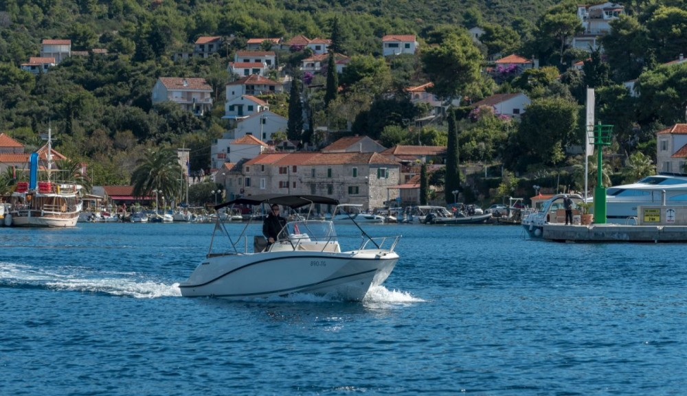 Quicksilver Activ 675 Open te huur van particulier of professional in Trogir