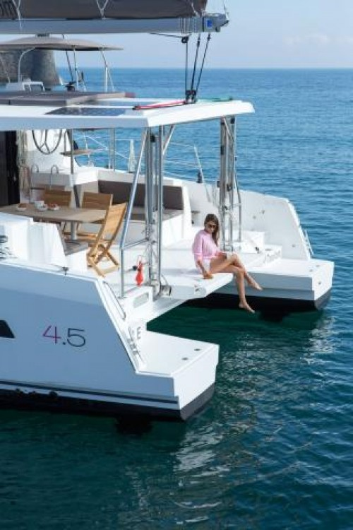 Rental Catamaran in Marina Kaštela - Catana Bali 4.5 - 4 + 2 cab.