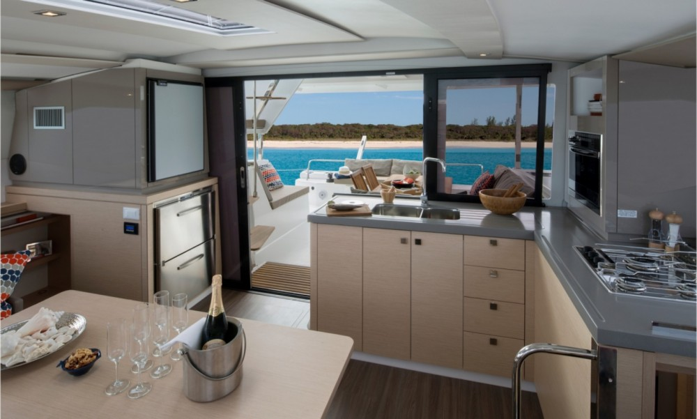 Rental Catamaran in Tortola - Fountaine Pajot Fountaine Pajot Lucia 40