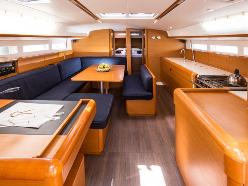 Rental yacht Σκιάθος - Jeanneau Sun Odyssey 519 (AC, Gen) on SamBoat