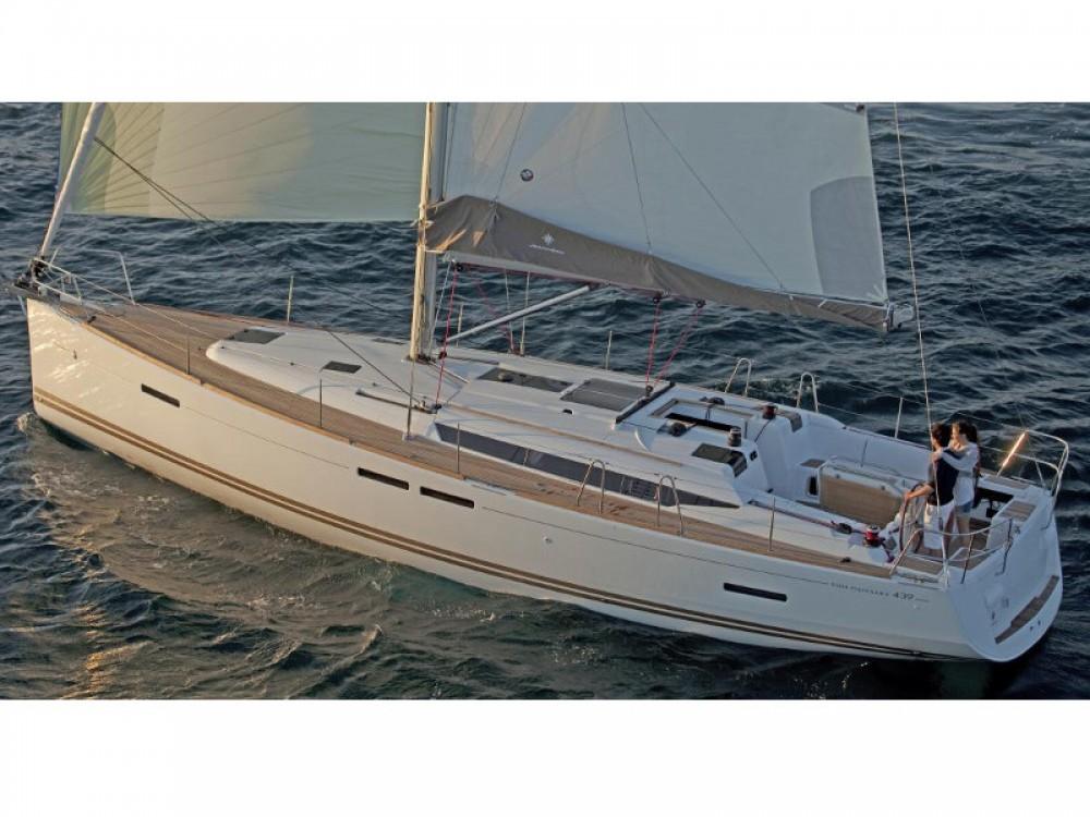 Jeanneau Sun Odyssey 439 between personal and professional Marina de Alimos