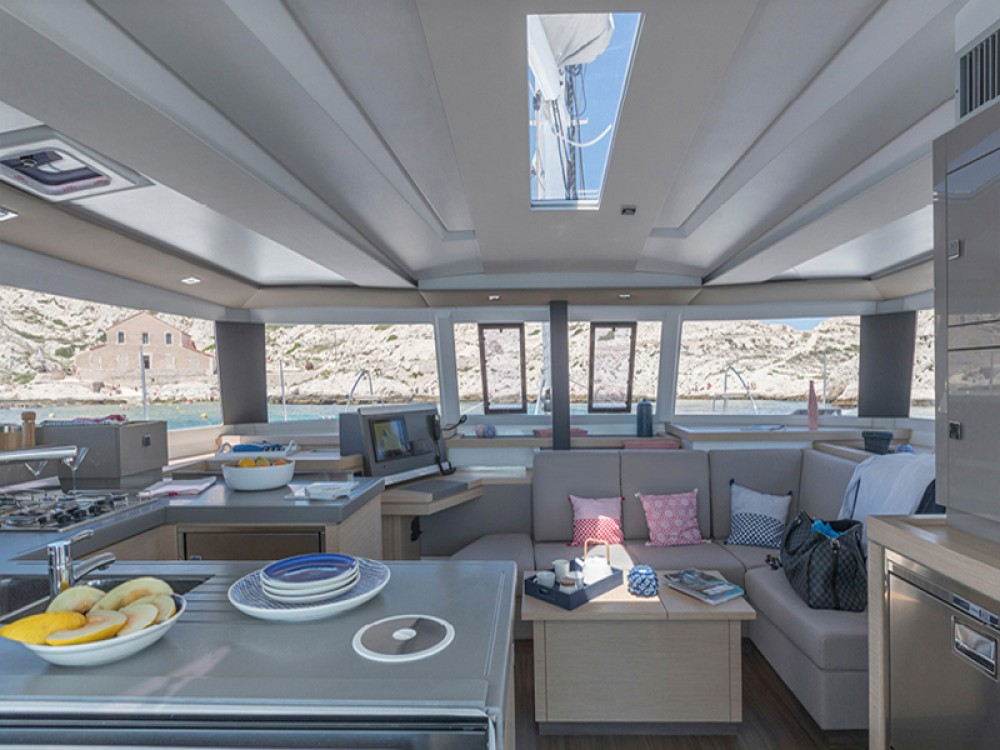Boat rental Fountaine Pajot Fountaine Pajot Astrea 42 in Laurium on Samboat