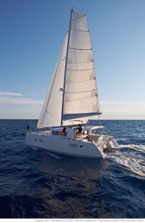 Lagoon Lagoon 400 - 4 + 2 cab. between personal and professional Central Greece