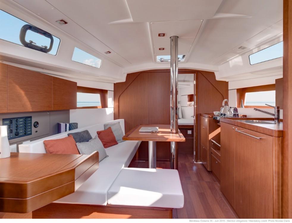 Boat rental Bénéteau Oceanis 35 in Croatia on Samboat
