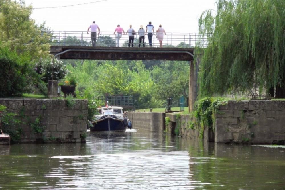Location bateau Condor vedette militaire des douanes allemandes à Pont-de-Vaux sur Samboat