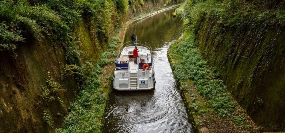 Condor vedette militaire des douanes allemandes entre particuliers et professionnel à Pont-de-Vaux