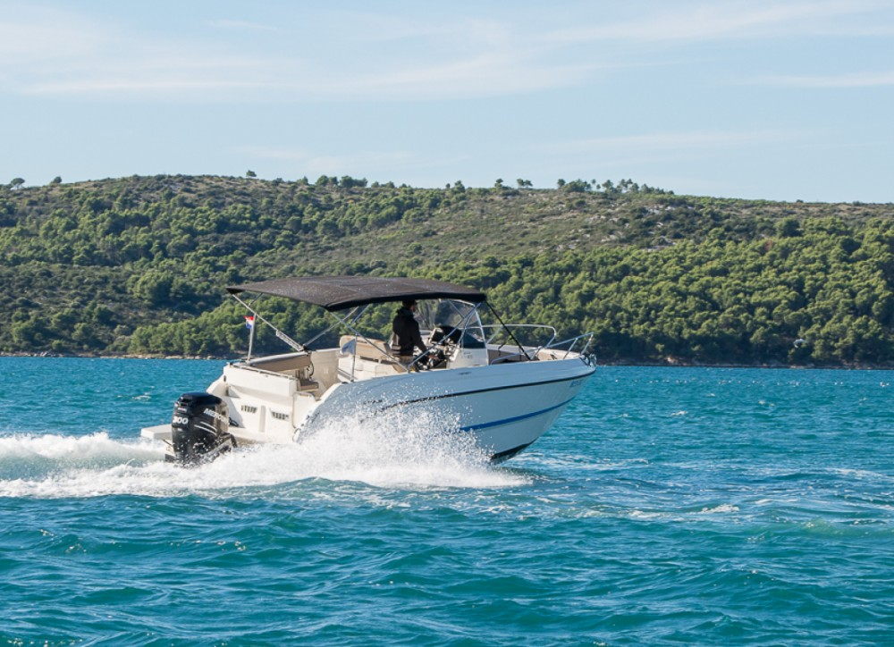 Rental Motor boat in Trogir - Quicksilver Activ 805