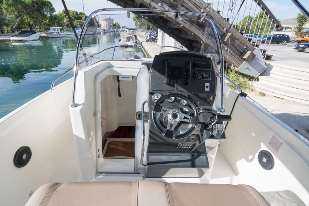 Hire Motor boat with or without skipper Quicksilver Trogir