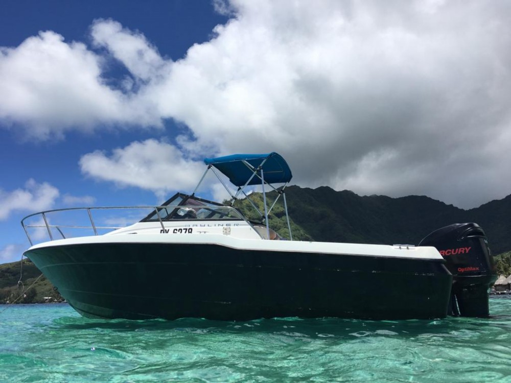 Louer Bateau à moteur avec ou sans skipper Bayliner à Papeete