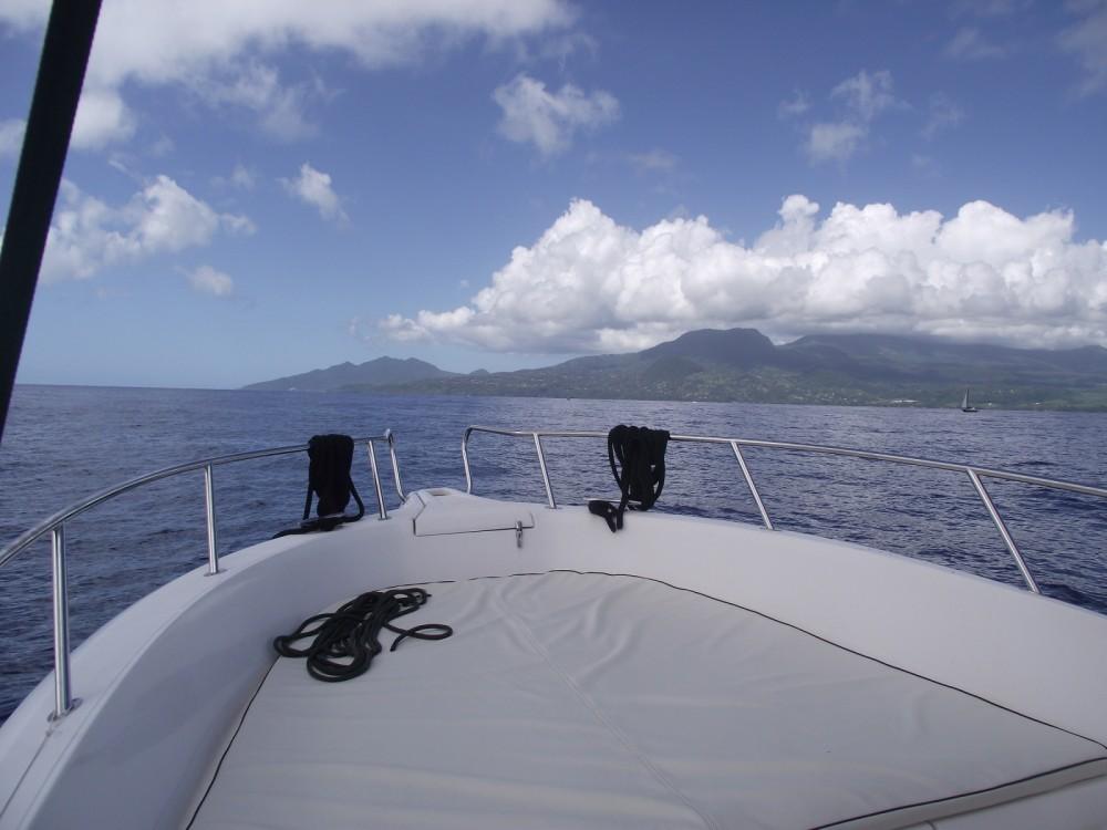 Huur een Kelt White shark 226 in Basse-Terre