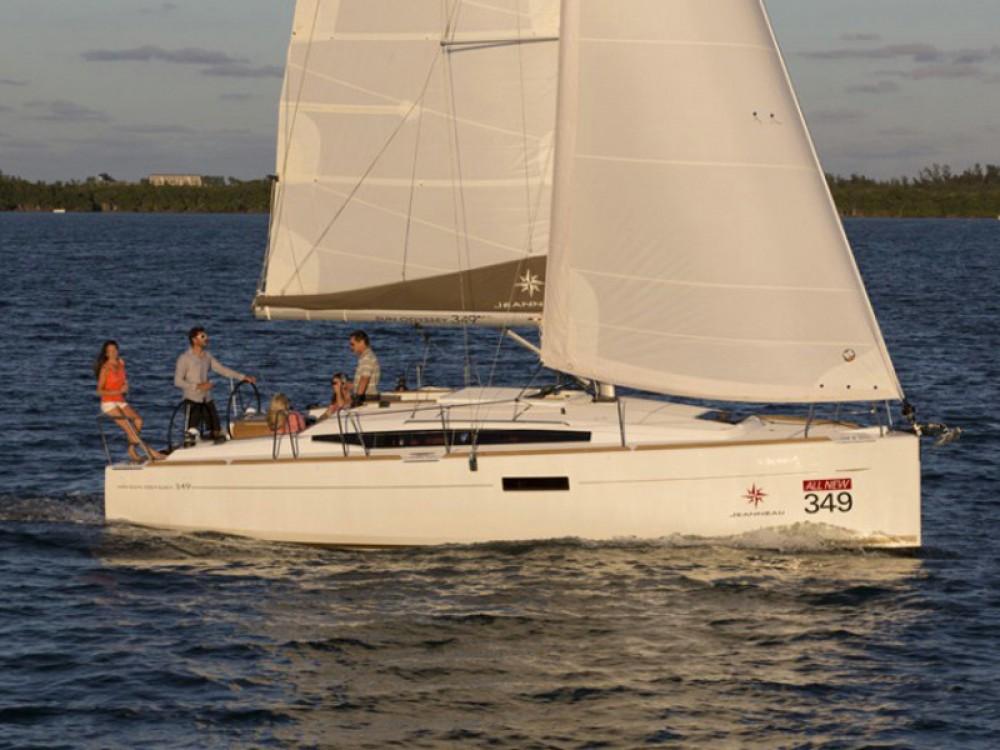 Boat rental Jeanneau Sun Odyssey 349 in Σκιάθος on Samboat