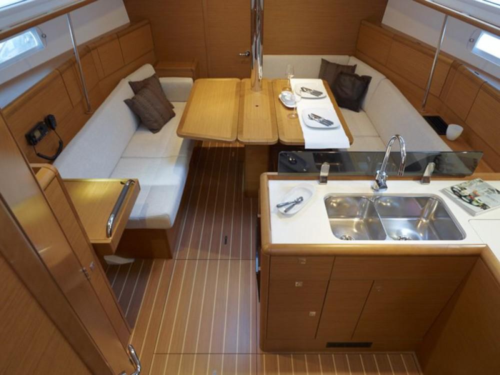 Jeanneau Sun Odyssey 389 between personal and professional Marina de Alimos