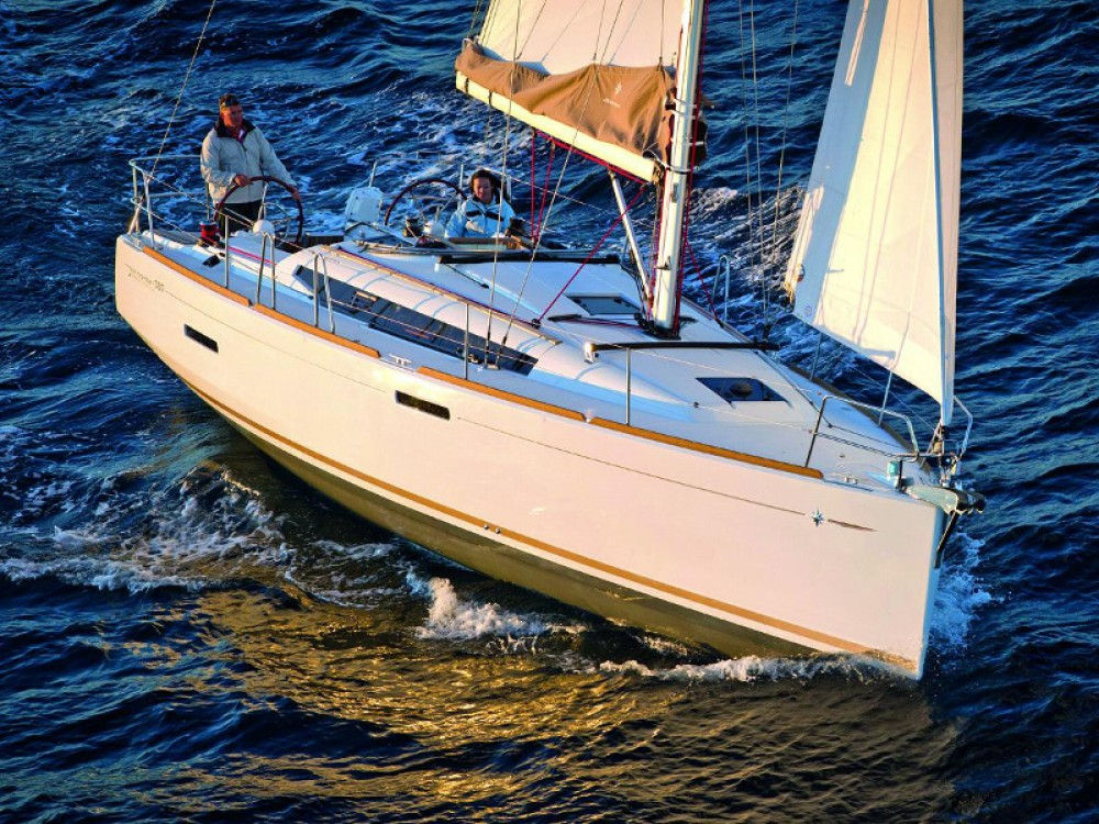 Boat rental Jeanneau Sun Odyssey 389 in Marina de Alimos on Samboat