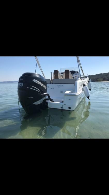 Rental Motor boat in Port-de-Bouc - Jeanneau Cap Camarat 7.5 CC Style