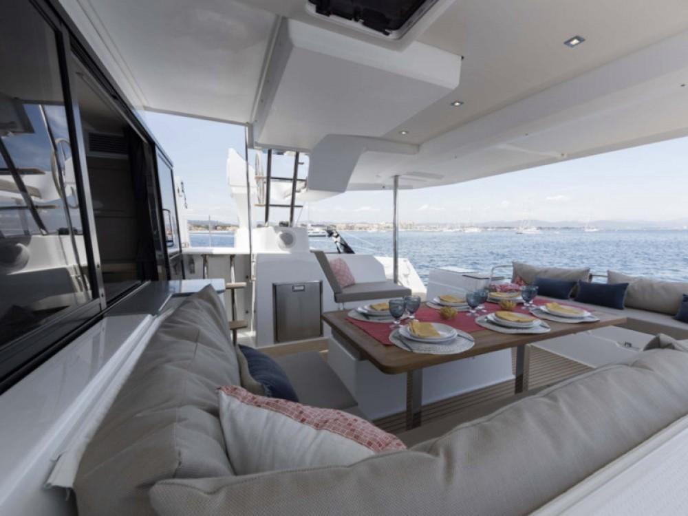 Boat rental Fountaine Pajot Saona 47 - 5 cabin version in Marina de Alimos on Samboat