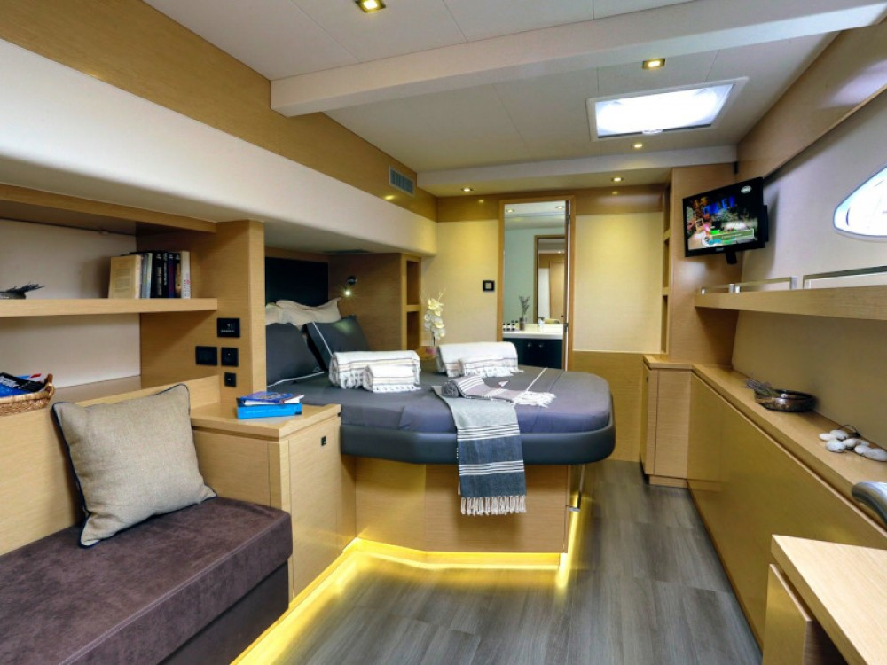 Rental Catamaran in Marina de Alimos - Fountaine Pajot Sanya 57 - 4 cabin version