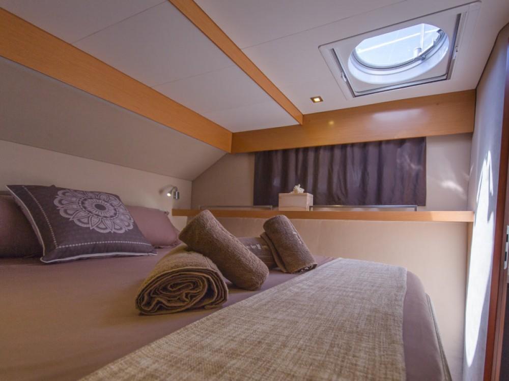 Rental Catamaran in Marina de Alimos - Fountaine Pajot Sanya 57 - 5 cabi version