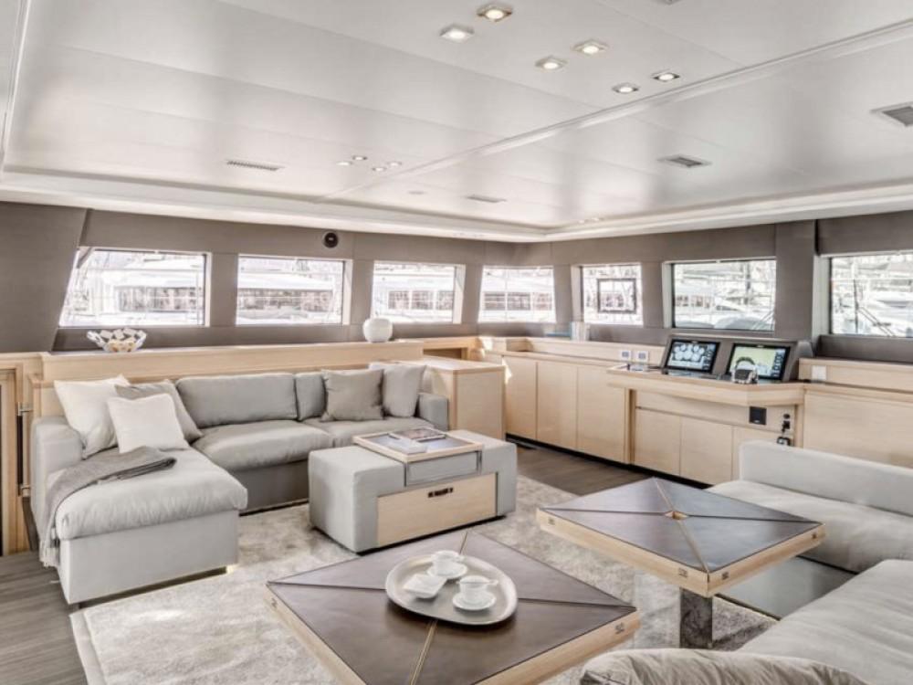 Boat rental Lagoon Lagoon 62 - 5 cabin version in Marina de Alimos on Samboat
