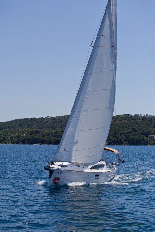 Hire Sailboat with or without skipper Elan Traù