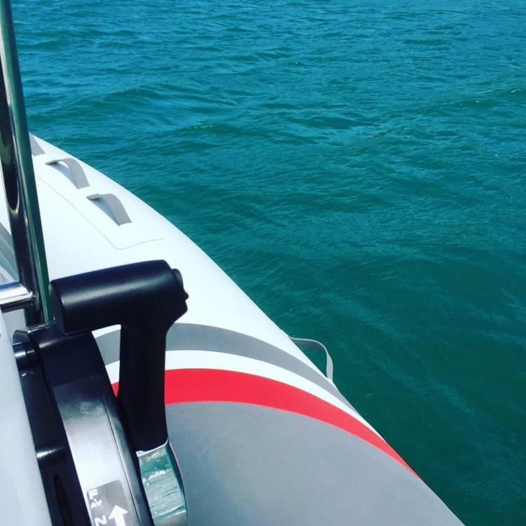 Louer Bateau à moteur avec ou sans skipper 3D Tender à Le François