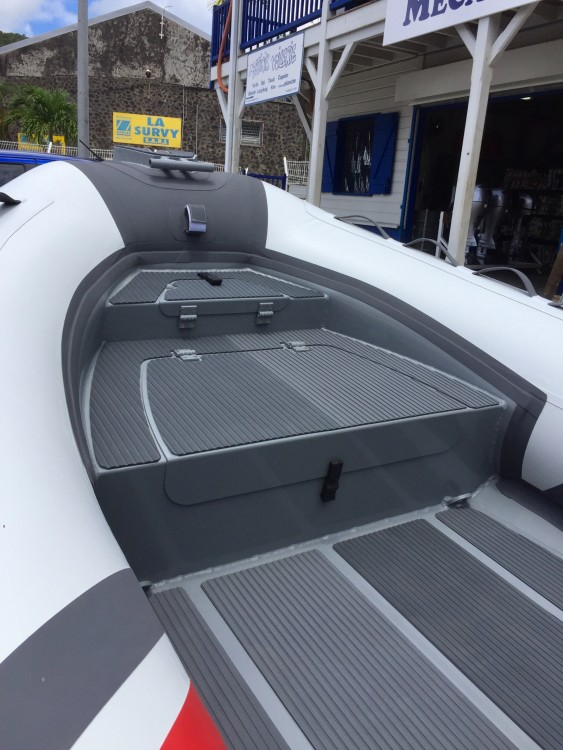 Location bateau 3D Tender Stealth RIB 460 à Le François sur Samboat