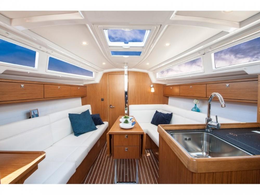 Boat rental Bavaria Bavaria Cruiser 33 in Marina Zadar on Samboat