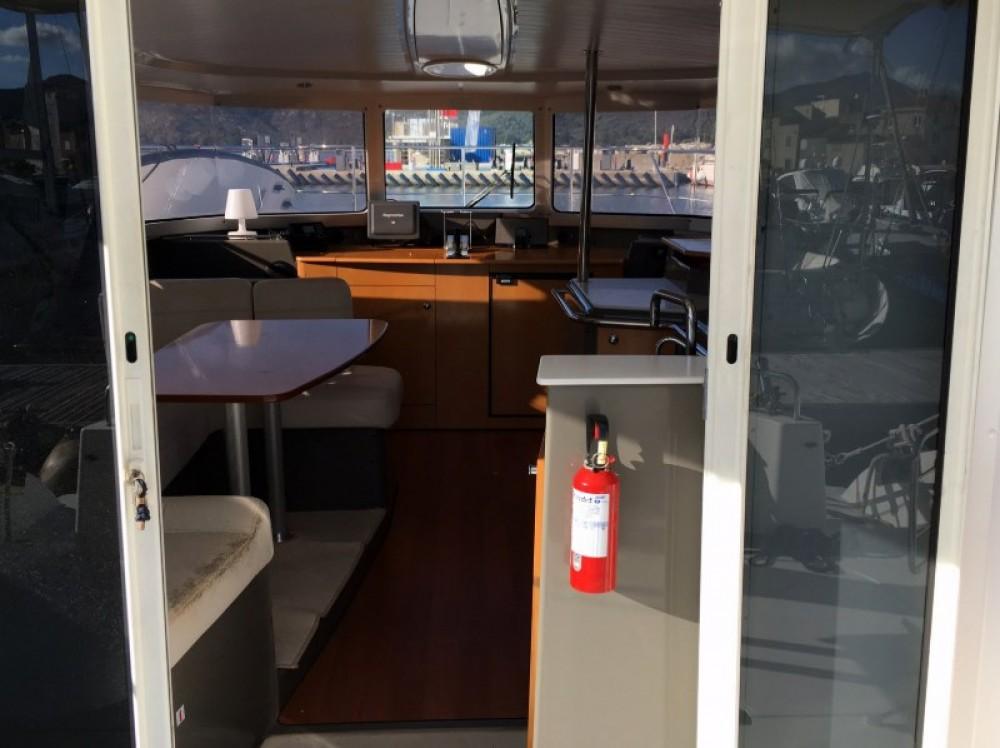 Location bateau Fountaine Pajot Highland 35 à Saint-Florent sur Samboat