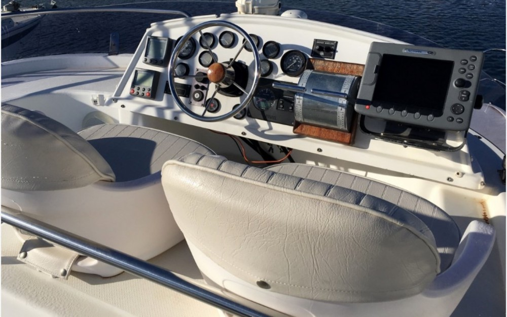 Motor boat for rent Saint-Florent at the best price
