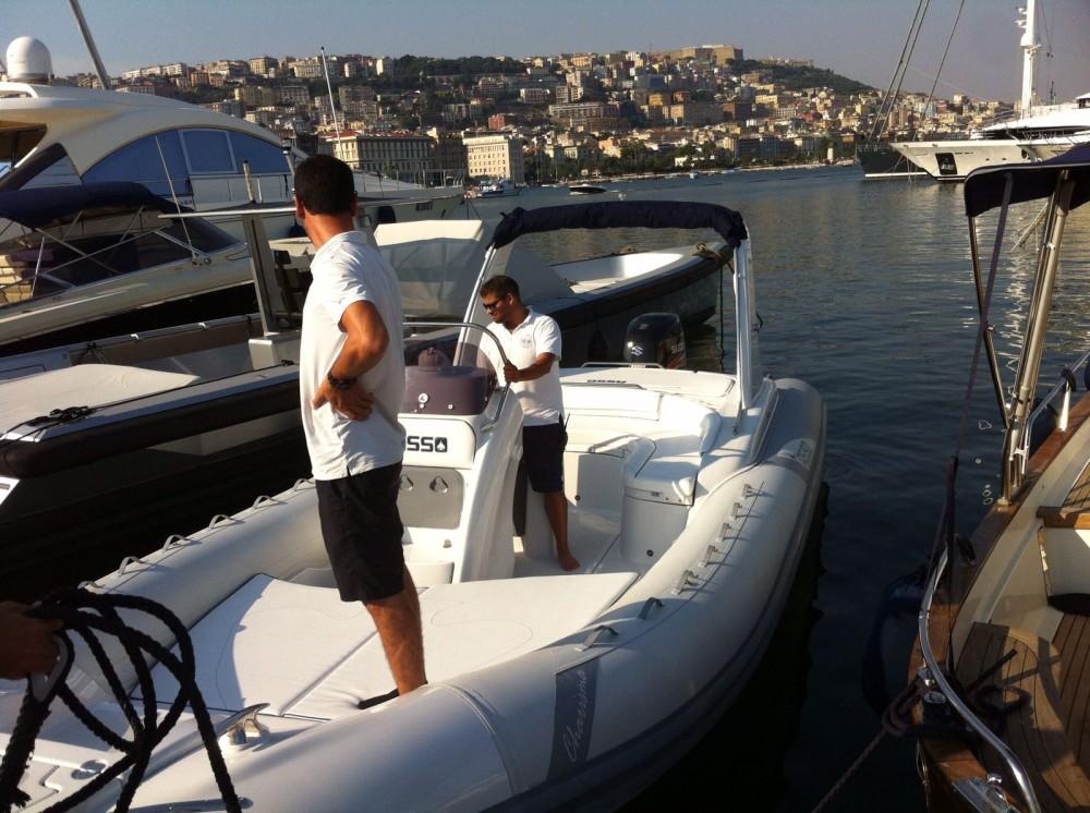Noleggio barche Napoli economico Charisma 8.7