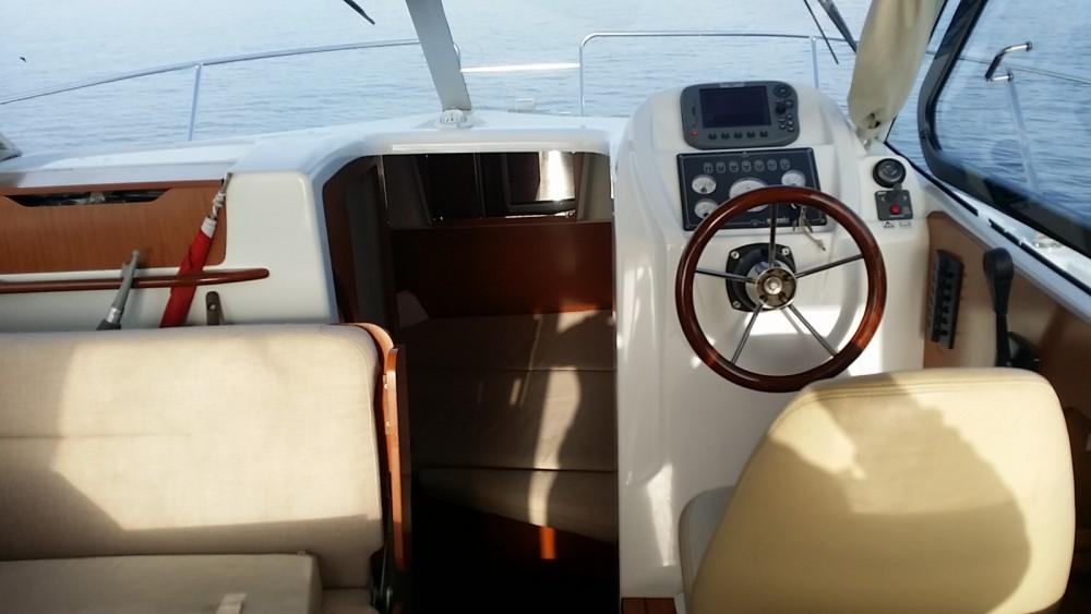 Louer Bateau à moteur avec ou sans skipper Bénéteau à Évian-les-Bains