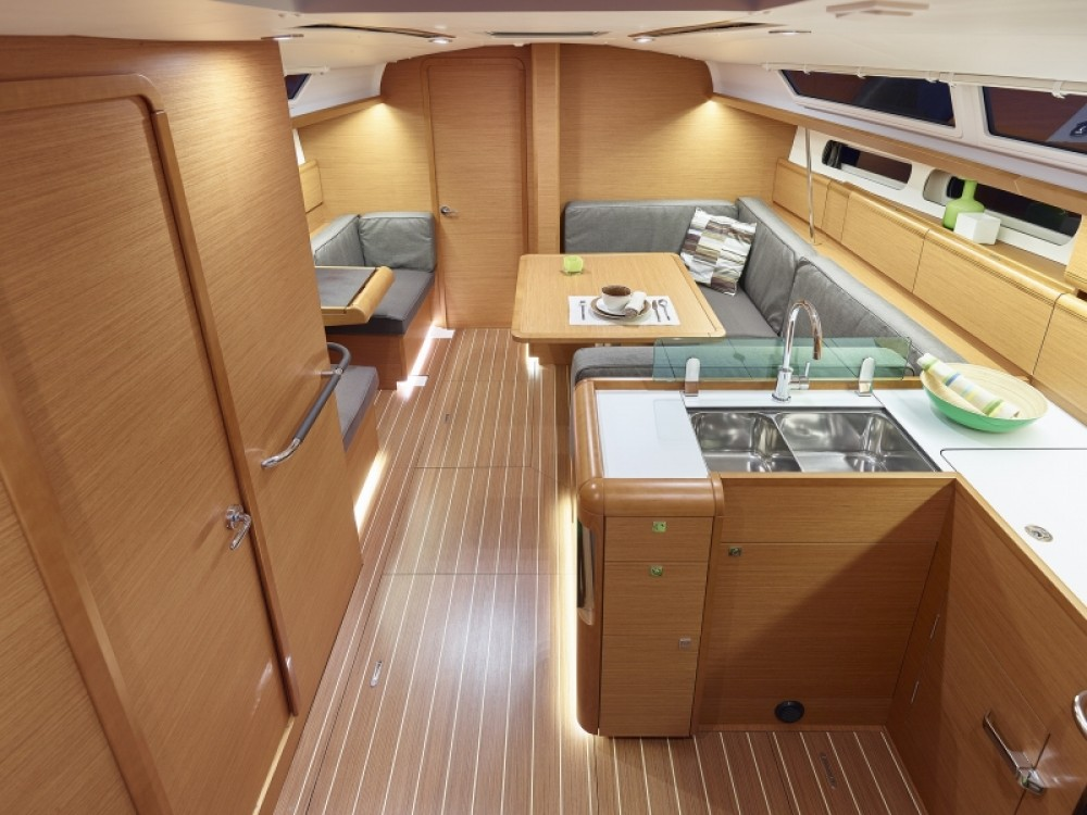 Jeanneau Sun Odyssey 419 between personal and professional Follonica