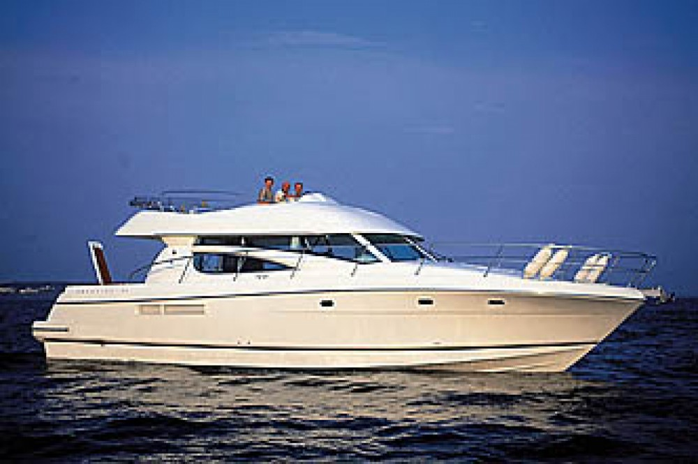 Jeanneau Prestige 46 Fly-a between personal and professional Cannigione