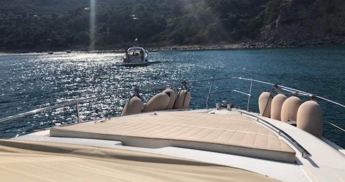 Bateau à moteur à louer à Marina Cala Galera au meilleur prix