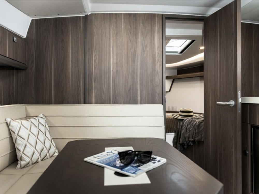 Boat rental Pula cheap Sealine S330