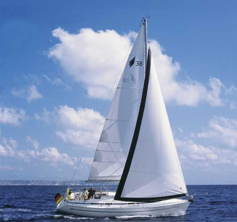 Louez un Bavaria Bavaria 37 Cruiser à La Trinité-sur-Mer