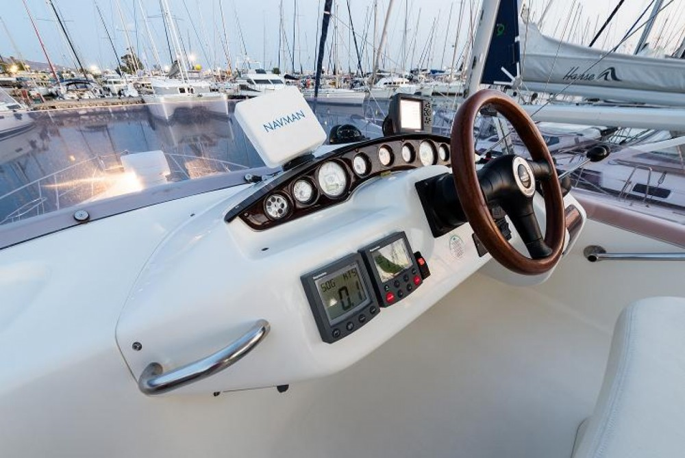 Rent a Cranchi Atlantique 40 Fly Athens