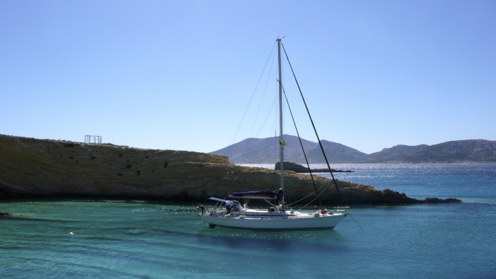 Sailboat for rent Naoussa at the best price