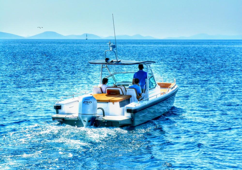 Rental Motor boat in Šibenik - Axopar 28