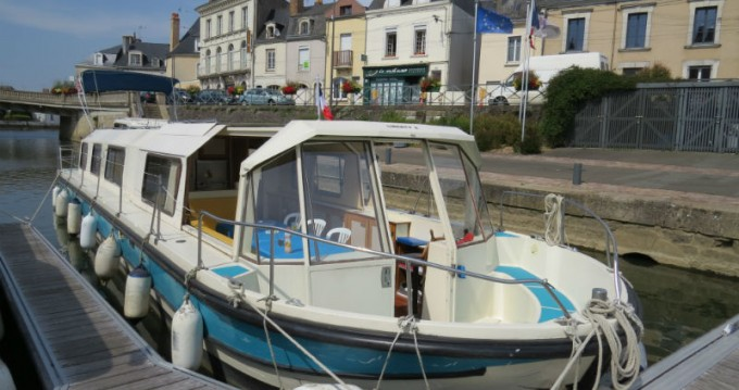 Location bateau Sablé-sur-Sarthe pas cher Marina 1400