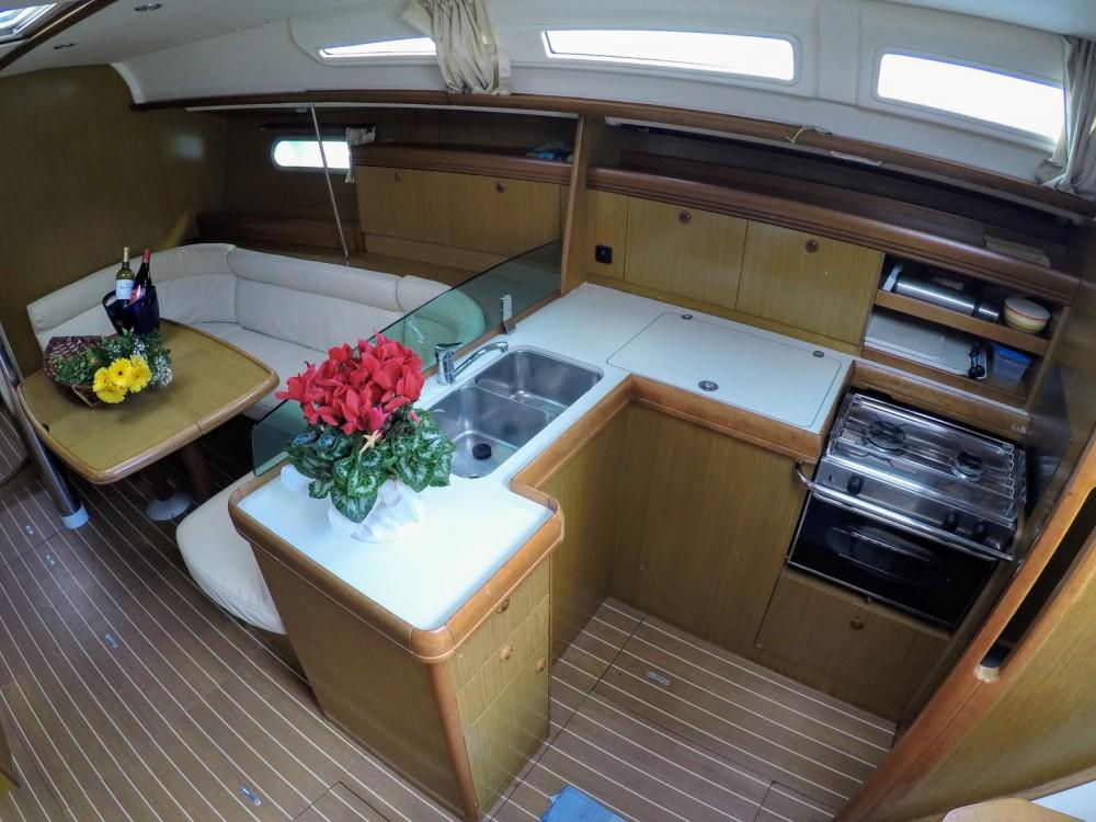 Rental yacht Furnari - Jeanneau Sun Odyssey 42 i on SamBoat