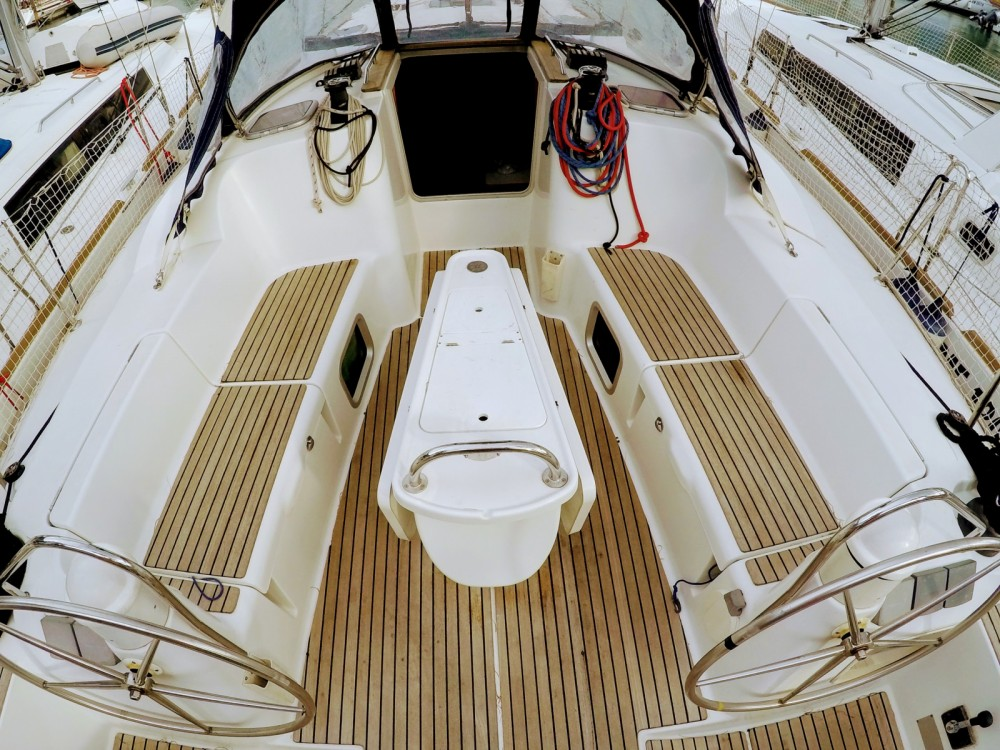 Boat rental Jeanneau Sun Odyssey 42 i in Furnari on Samboat