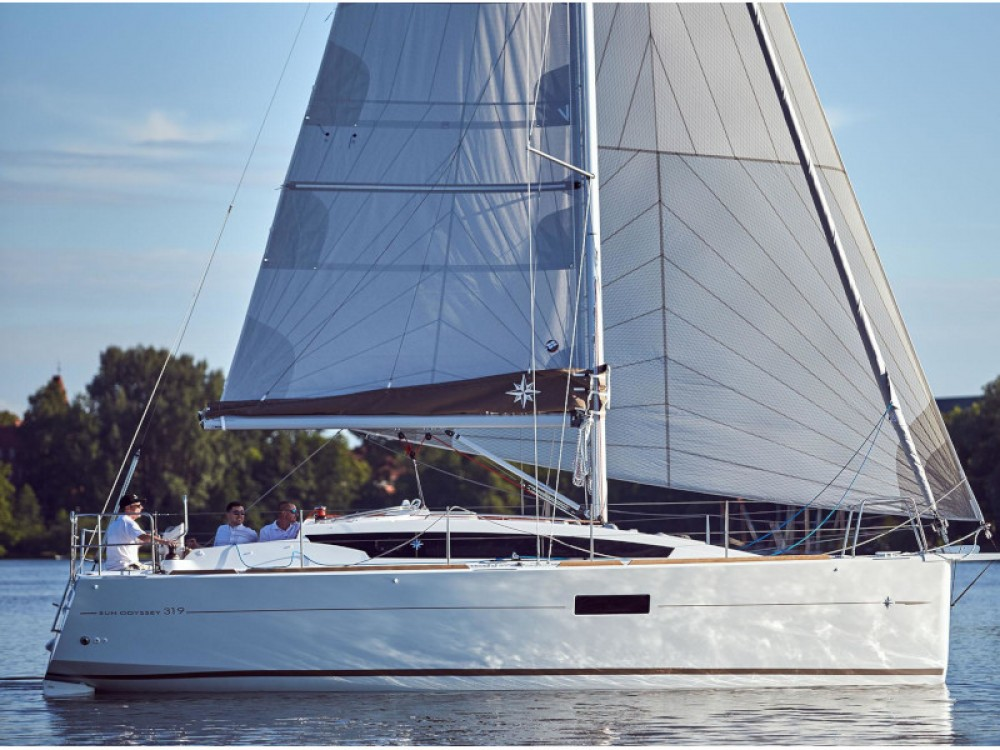 Location bateau Jeanneau Sun Odyssey 319 à Furnari sur Samboat
