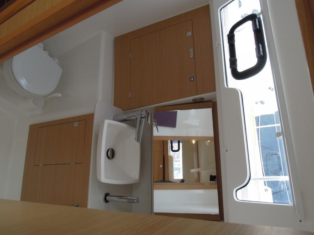 Location bateau Dufour Dufour 382 Grand Large à La Trinité-sur-Mer sur Samboat