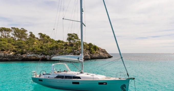 Bénéteau Oceanis 41.1 zwischen Privatpersonen und professionellem Anbieter Ameglia