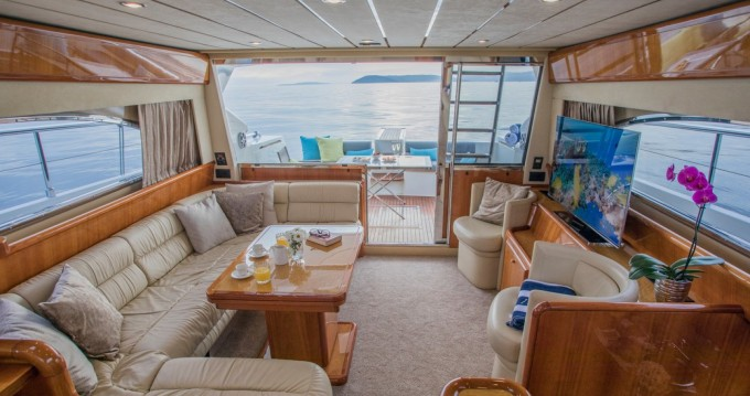 Motorboot mit oder ohne Skipper Ferretti mieten in Split