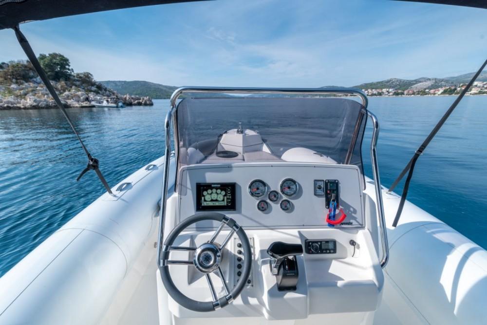 Rent a Marlin Boat 790 Dynamic Trogir