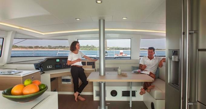 Catamaran à louer à Capo d'Orlando Marina au meilleur prix