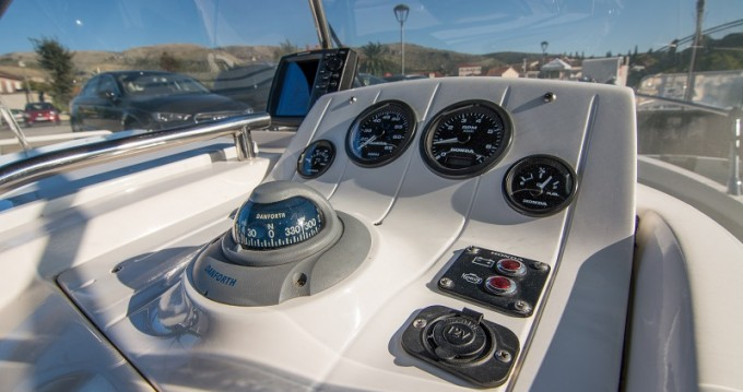 Hire Motor boat with or without skipper Sessa Marine Trogir