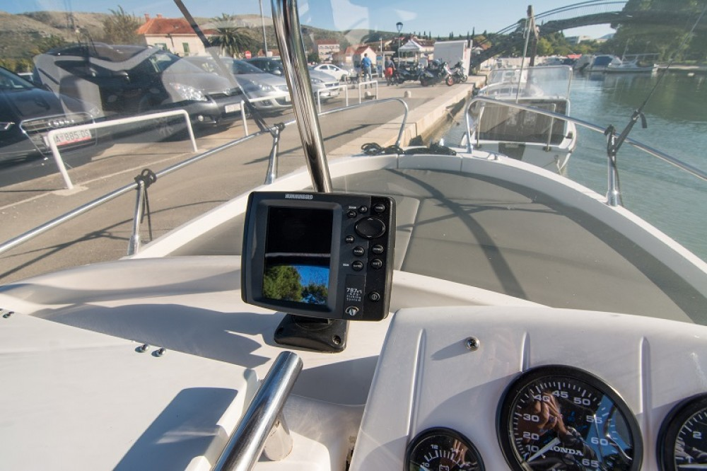 Boat rental Sessa Marine Key Largo 20 in Trogir on Samboat