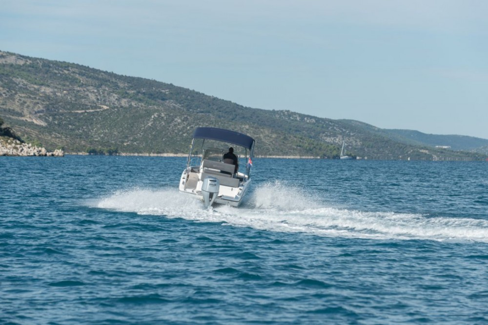 Rental Motor boat Sessa Marine with a permit